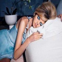 5 razões para não dormir com maquiagem